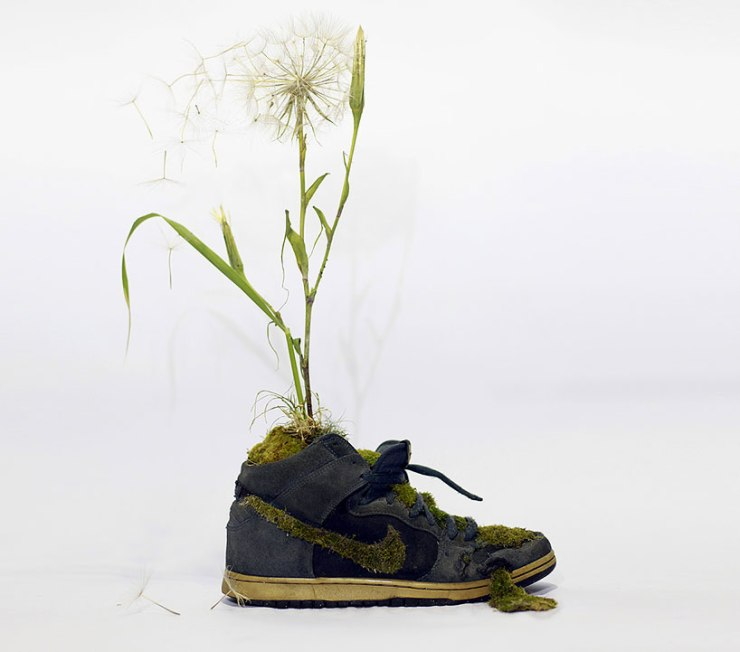 christophe-guinet-crafts-living-nike-sneakers-from-flowers-designboom-05