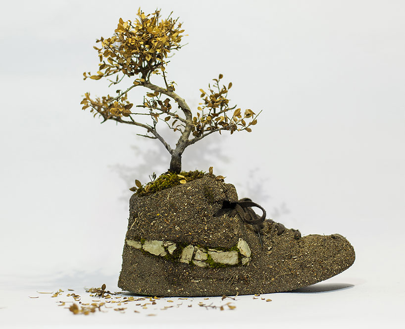 christophe-guinet-crafts-living-NIKE-sneakers-from-flowers-designboom-12