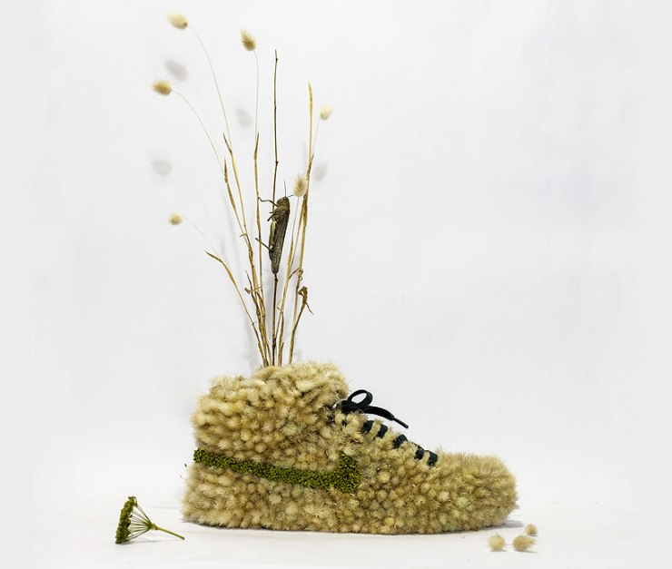 christophe-guinet-crafts-living-NIKE-sneakers-from-flowers-designboom-16