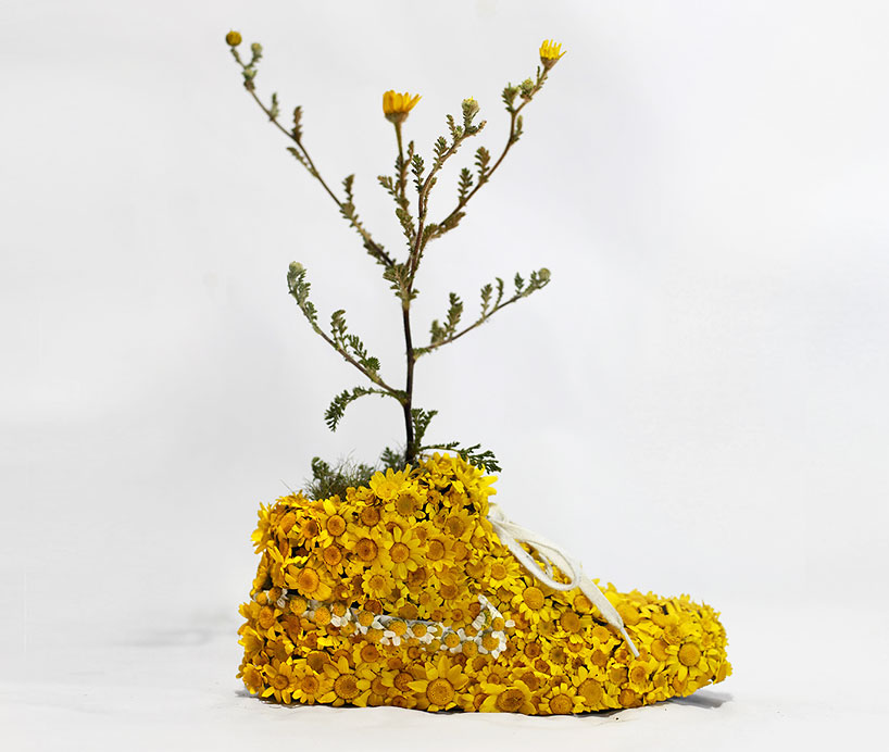 christophe-guinet-crafts-living-NIKE-sneakers-from-flowers-designboom-19