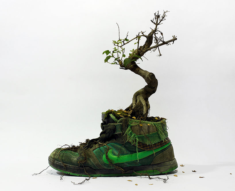 christophe-guinet-crafts-living-nike-sneakers-from-flowers-designboom-20
